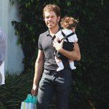 Perez Hilton a su llegada al baby shower de la cantante Fergie