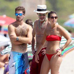 Kyril de Bulgaria con su hija y el novio de esta en las playas de Mallorca
