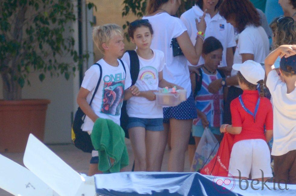 Miguel Urdangarín y Victoria de Marichalar en el club náutico de Cala Nova en Mallorca
