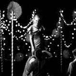 Uma Thurman posa en blanco y negro para el calendario de Campari 2014