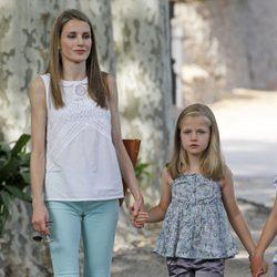 La Princesa Letizia y la Infanta Leonor en la Granja de Esporles de Mallorca