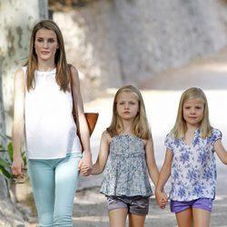 La Princesa Letizia y las Infantas Leonor y Sofía en la Granja de Esporles de Mallorca