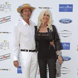 Luis Ortiz y Gunilla Von Bismarck en el concierto de Buena Vista Social Club en Marbella