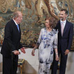 Los Reyes y el Príncipe Felipe en la cena con las autoridades de Baleares