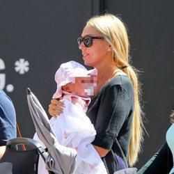 Petra Ecclestone de compras con su hija Lavinia por Los Ángeles