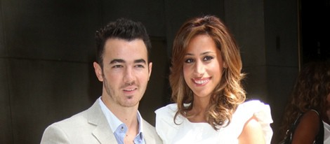 Kevin Jonas posando junto a su mujer Danielle
