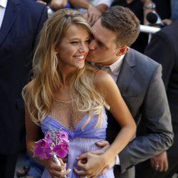 Michael Bublé besa cariñosamente a Luisana Lopilato el día de su boda civil