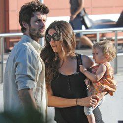 Sergio Mur y Olivia Molina con su hija Vera en Ibiza