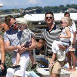 Neil Patrick Harris y David Burtka con sus hijos en Saint-Tropez