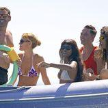 Naomi Campbell y sus amigos en una lancha en Formentera