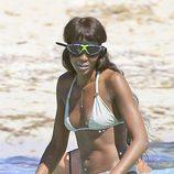 Naomi Campbell con gafas de bucear en Formentera