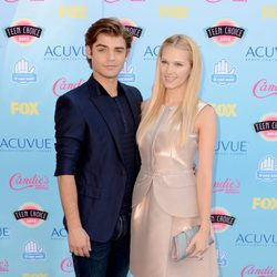 Garrett Clayton y Claudia Lee en los Teen Choice Awards 2013