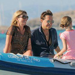 Kate Moss, Jamie Hince y Lila Grace en Formentera