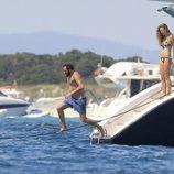 Borja Thyssen se lanza al agua en presencia de Blanca Cuesta en Ibiza