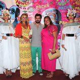 Caritina Goyanes, Antonio Matos y Cari Lapique en la fiesta Flower Power de Ibiza 2013