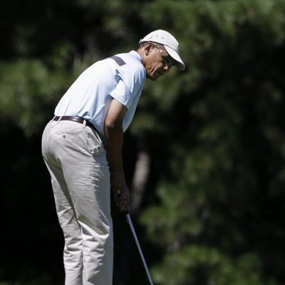 Barack Obama juega un partido de golf en Massachusetts