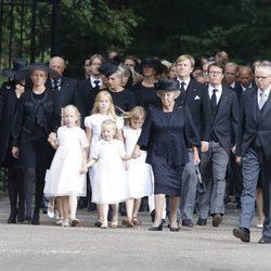 La Familia Real Holandesa a su llegada al funeral del Príncipe Friso de Holanda