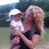 Shakira y Milan Piqué Mebarak en la campiña francesa