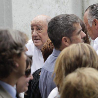 Amancio Ortega en el funeral de Rosalía Mera