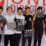 Los One Direction con claquetas durante el estreno de 'This is Us' en Londres