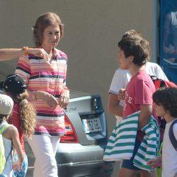 La Reina Sofía y Felipe Juan Froilán de Marichalar en el club náutico Calanova de Mallorca