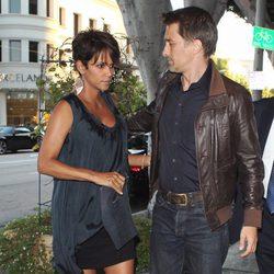 Halle Berry y Olivier Martínez salen a cenar por Beverly Hills