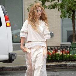 Lady Gaga con pantalones transparentes en el paseo promocional de 'Applause' por Nueva York
