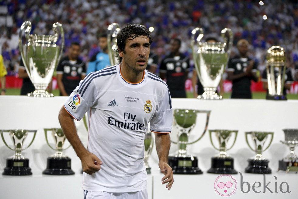 Raúl González vuelve a convertirse en capitán del Real Madrid durante 45 minutos