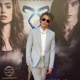 Jamie Campbell Bower en el photocall del estreno de 'Cazadores de Sombras: Ciudad de Hueso' en Madrid