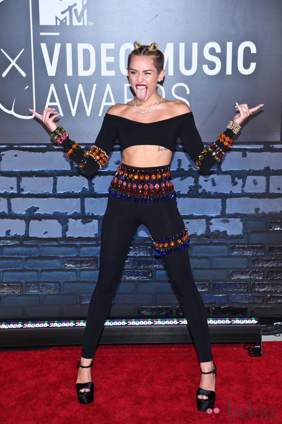 Miley Cyrus, rebelde en la alfombra roja de los MTV VMA 2013