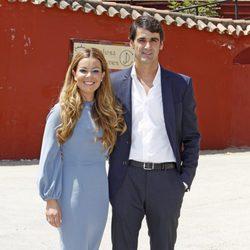 Jesulín de Ubrique y María José Campanario posando en la Comunión de Julia Janeiro