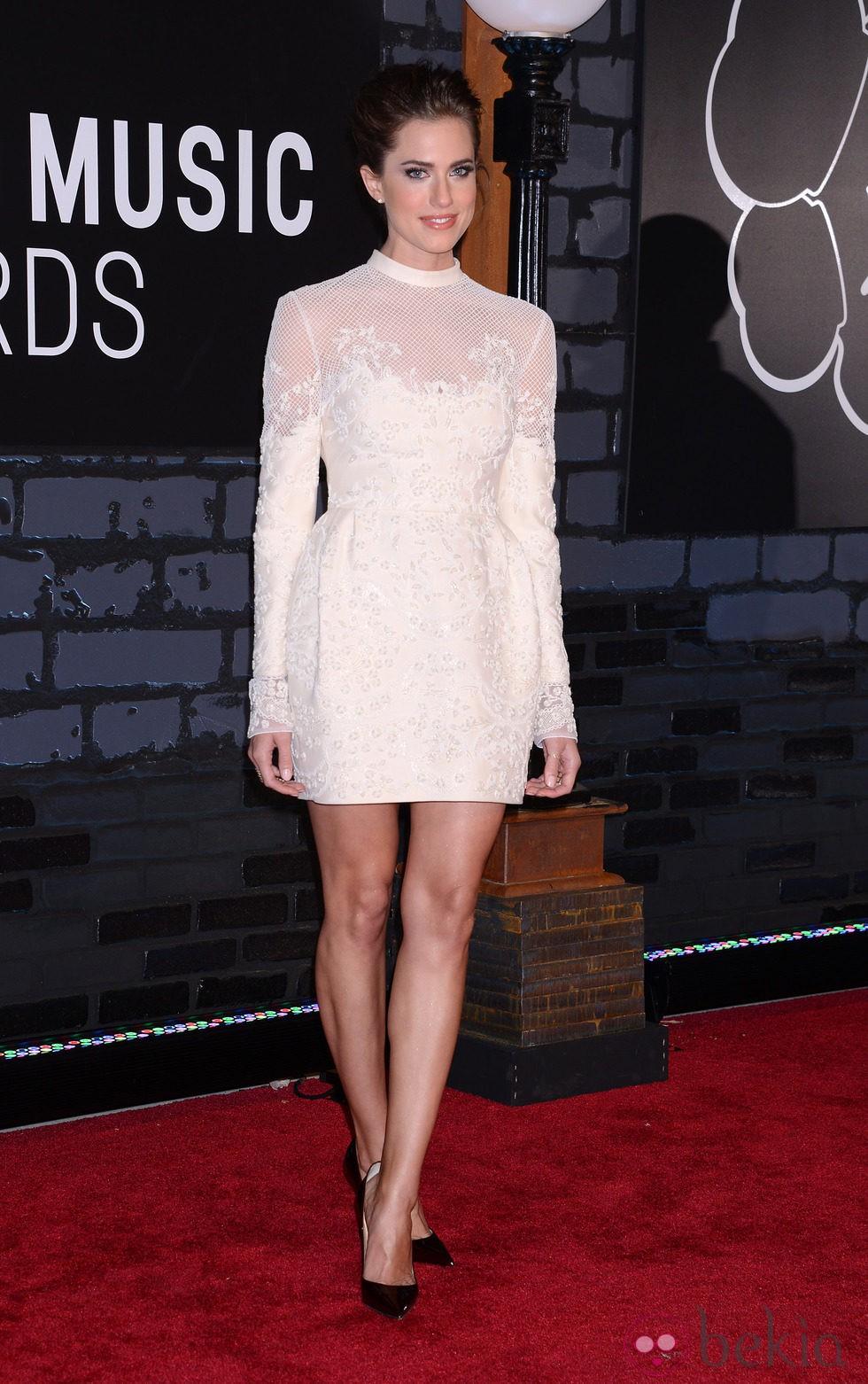 Allison Williams en la alfombra roja de los MTV VMA 2013