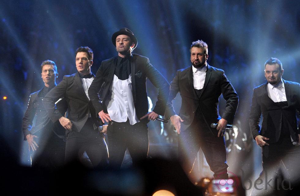 Justin Timberlake actuando junto a 'N Sync en los MTV VMA 2013