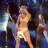 Miley Cyrus muy sexy cantando en los MTV VMA 2013