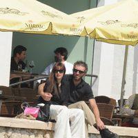 Monica Bellucci y Vincent Cassel abrazados en Málaga