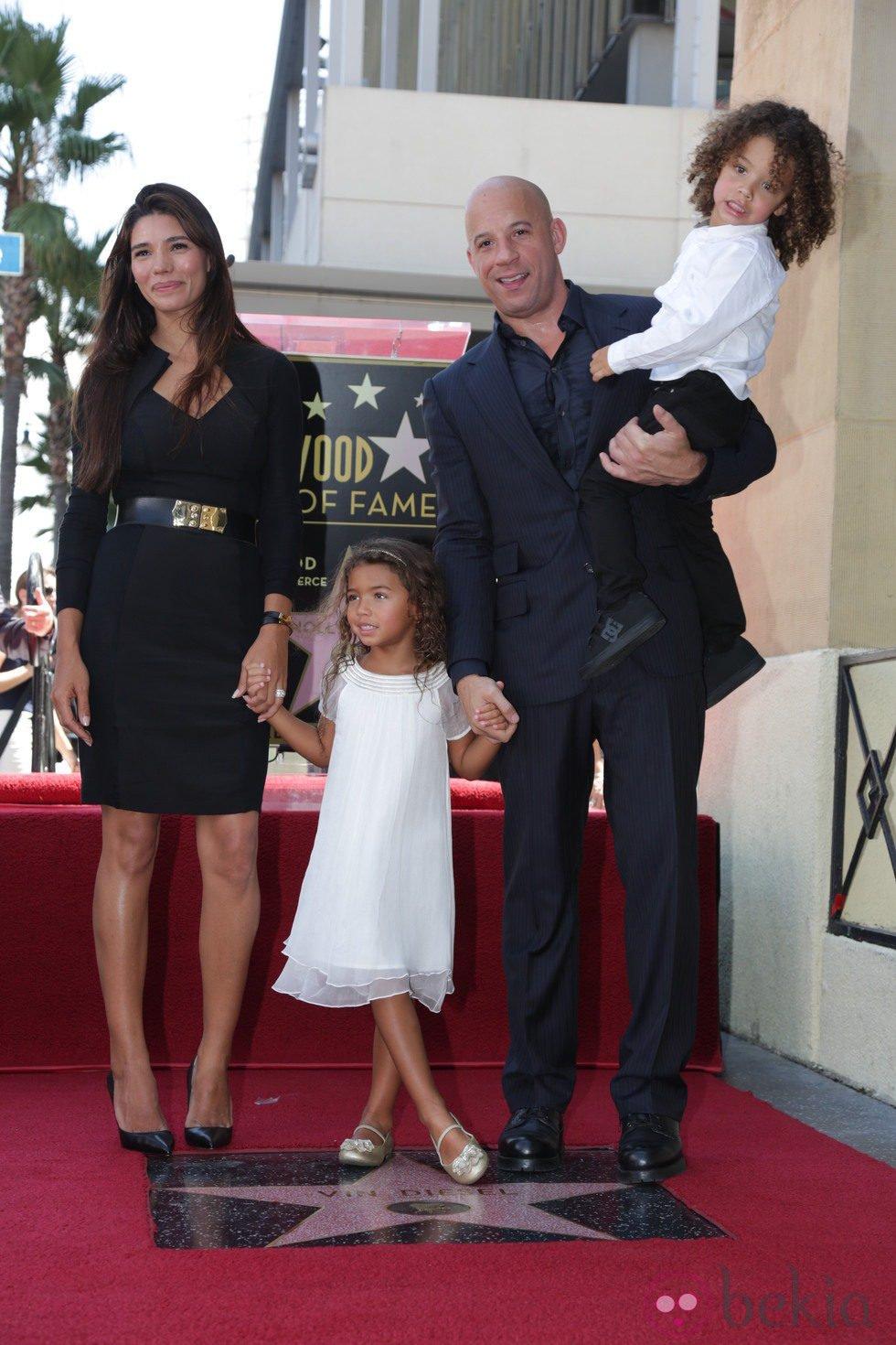 Vin Diesel con su novia Paloma Jimenez y sus hijos en su estrella del Paseo de la Fama