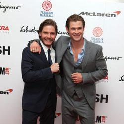Chris Hemsworth y Daniel Brühl en el estreno de 'Rush'