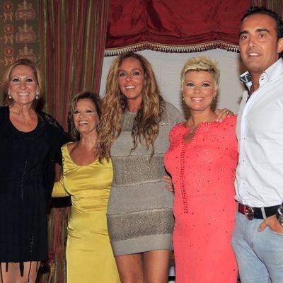 María Teresa Campos con Terelu, Rosa Benito, Rocío Carrasco y Fidel Albiac en Madrid