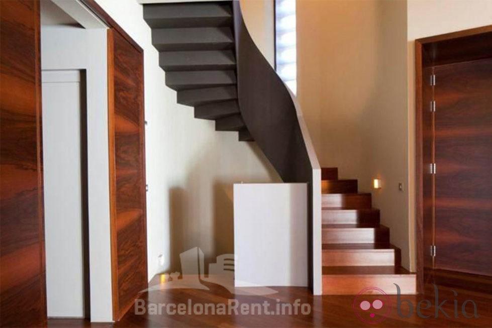 La casa de las escaleras un tabique de cristal multiplica - Escaleras de casas de lujo ...