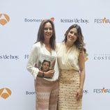 María Dueñas y Adriana Ugarte en la presentación de 'El Tiempo entre Costuras' en el FesTVal de Vitoria 2013