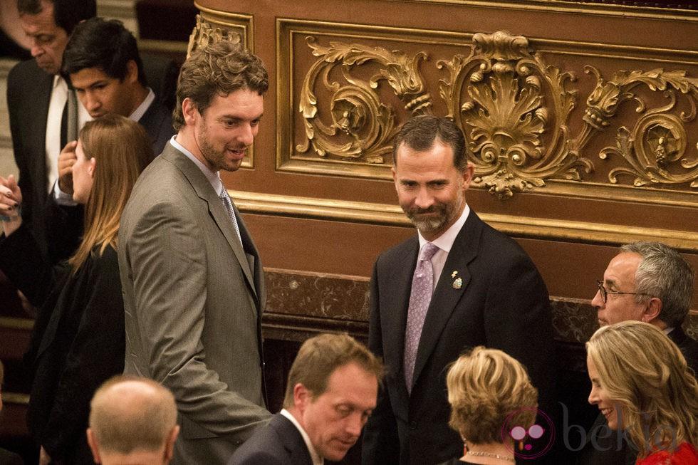 El Príncipe Felipe y Pau Gasol en la gala inaugural del 125 congreso del COI en Buenos Aires