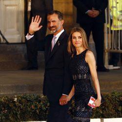 Los Príncipes Felipe y Letizia cogidos de la mano en la gala inaugural del 125 congreso del COI en Buenos Aires