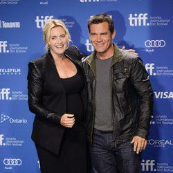Kate Winslet y Josh Brolin en el estreno de 'Labor Day' en el Festival Internacional de Cine de Toronto 2013