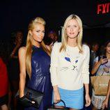 Nicky y Paris Hilton en el desfile primavera/verano 2014 de Charlotte Ronson en la Semana de la Moda de Nueva York