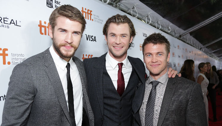 Liam Hemsworth, Chris Hemsworth y Luke Hemsworth en el estreno de 'Rush' en el Festival Internacional de Toronto 2013