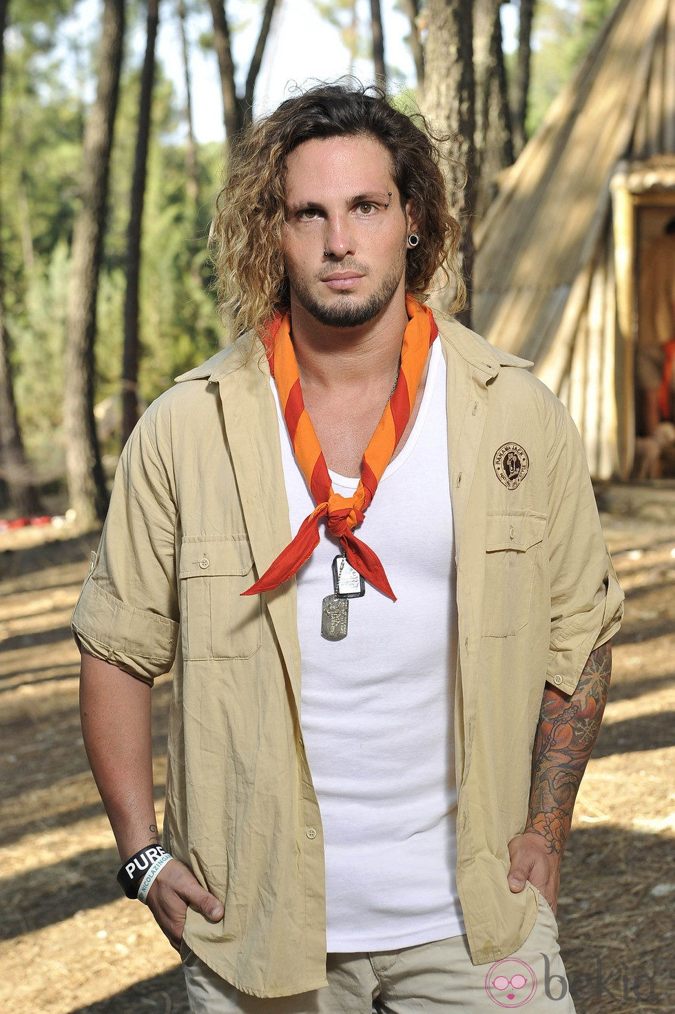 Jeyko posando como explorador del 'Campamento de verano' de Telecinco