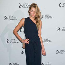 Jessica Hart en una cena benéfica de la Fundación Novak Djokovic