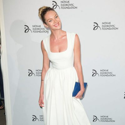 Candice Swanepoel en una cena benéfica de la Fundación Novak Djokovic