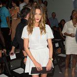 Katie Cassidy en el desfile primavera/verano 2014 de Rachel Zoe en la Semana de la Moda de Nueva York