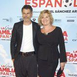 Roberto Enríquez y Ana Wagener en el estreno de 'La Gran Familia Española'